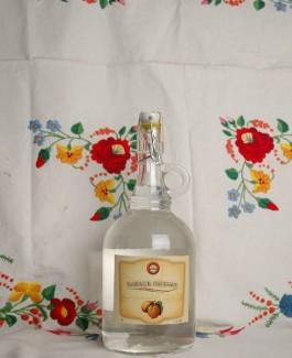 Danube River cruise apricot brandy 1l